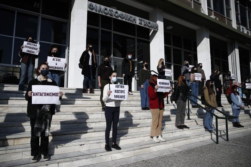 «Σπάμε τη σιωπή» – Συμβολική διαμαρτυρία φοιτητριών στο ΑΠΘ