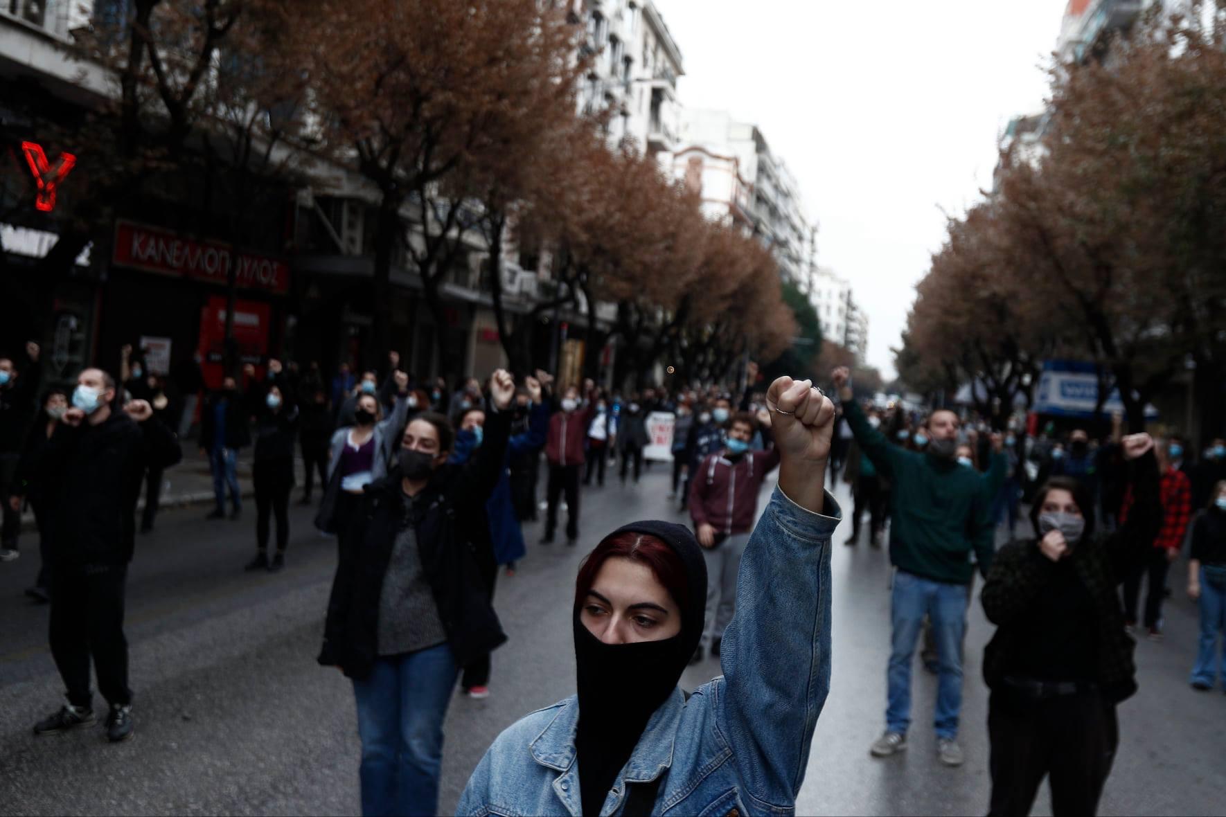 Θεσσαλονίκη: Αποστάσεις από τους διαδηλωτές, βία και συνωστισμός από τα ΜΑΤ (βίντεο)