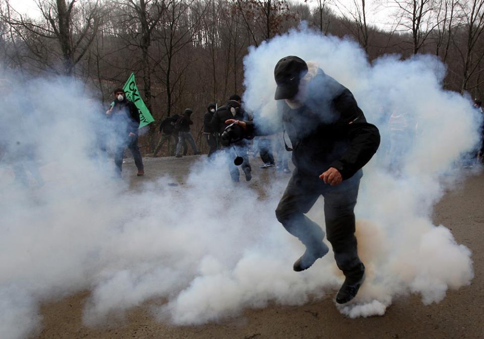 Μεγάλη καταστολή σε μια αποφασισμένη πορεία στις Σκουριές. Eldorado go home