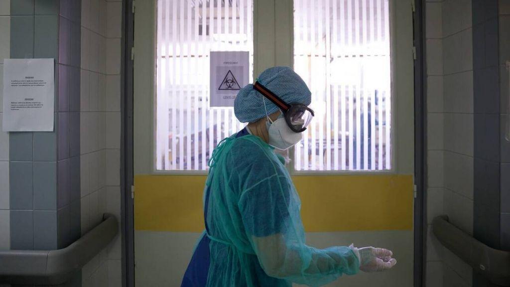 Στο κόκκινο τα νοσοκομεία της Θεσσαλονίκης- Εγκληματική η πολιτική της κυβέρνησης, καταγγέλλει η ΕΝΙΘ
