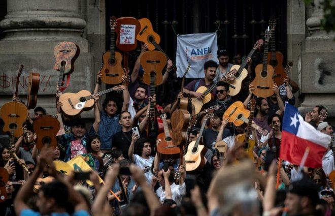 Πανελλήνιο Σωματείο Ελλήνων Τραγουδιστών: Το δωρεάν μας τελείωσε