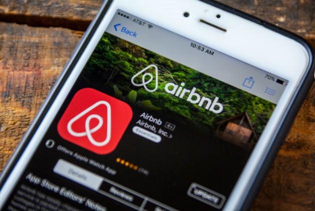 Η Airbnb απολύει το 25% των εργαζομένων της