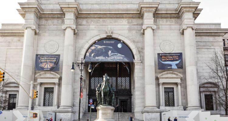 Απομακρύνεται το άγαλμα του Ρούζβελτ από το Μουσείο Φυσικής Ιστορίας στη Νέα Υόρκη