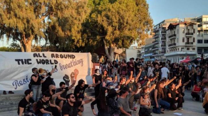 Μεγάλη η συμμετοχή στην αντιφασιστική συγκέντρωση στο Ηράκλειο