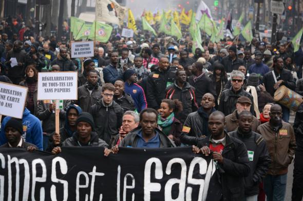 Μεγάλη αντιφασιστική/ αντιρατσιστική πορεία και στο Παρίσι