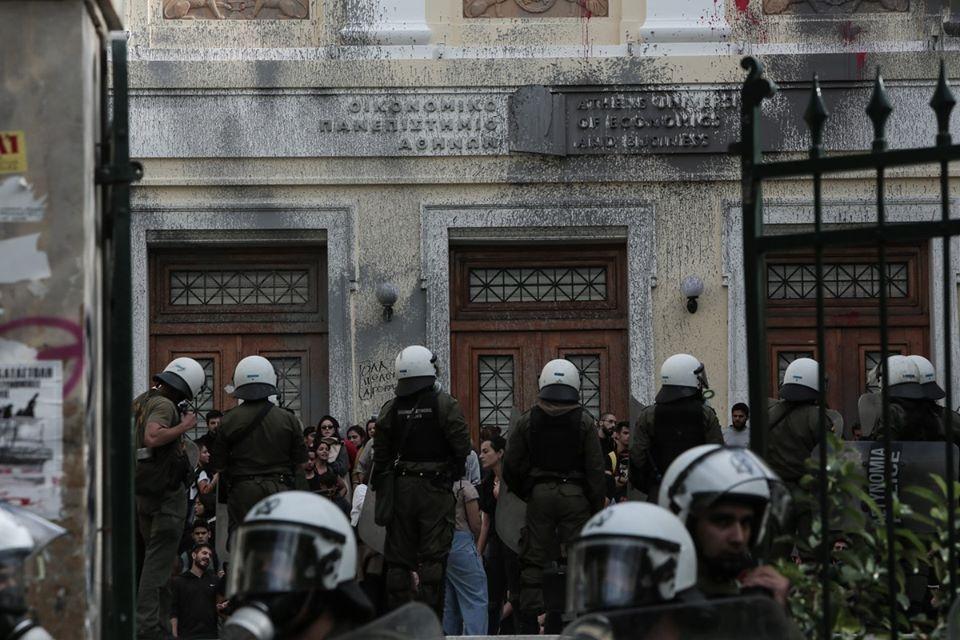 Ρεσιτάλ αστυνομοκρατίας και αυταρχισμού απέναντι σε φοιτητές στην ΑΣΟΕΕ