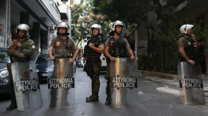 Αστυνομική επιχείρηση εκκένωσης της κατάληψης Δερβενίων στα Εξάρχεια