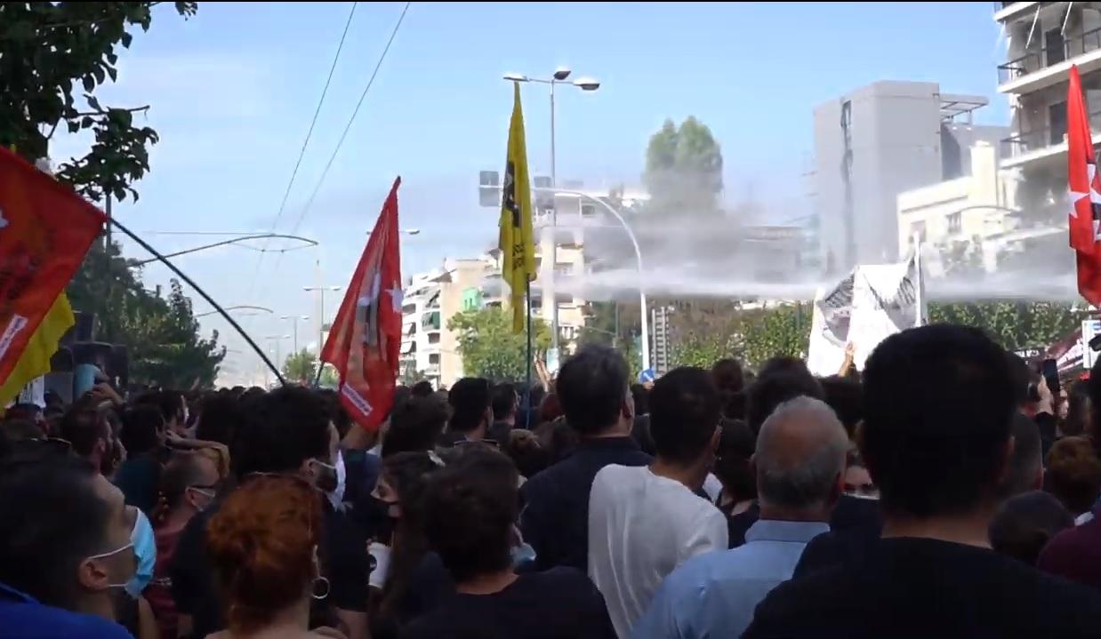 Βίντεο από την επίθεση της αστυνομίας την ώρα που ανακοινώνεται η καταδίκη της Χρυσής Αυγής