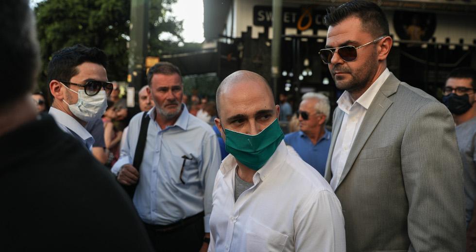 Συνελήφθη μέλος του Ρουβίκωνα μετά από μήνυση του Κ. Μπογδάνου