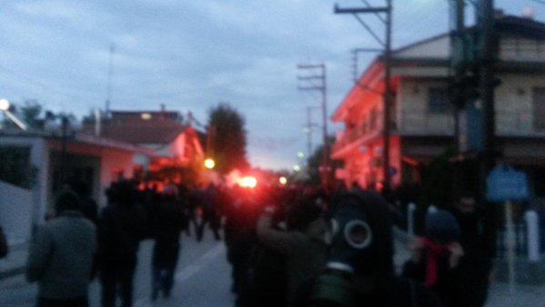 #Bring_down_evros_border_fence: Δακρυγόνα στη κινητοποίηση ενάντια στο φράχτη του Έβρου