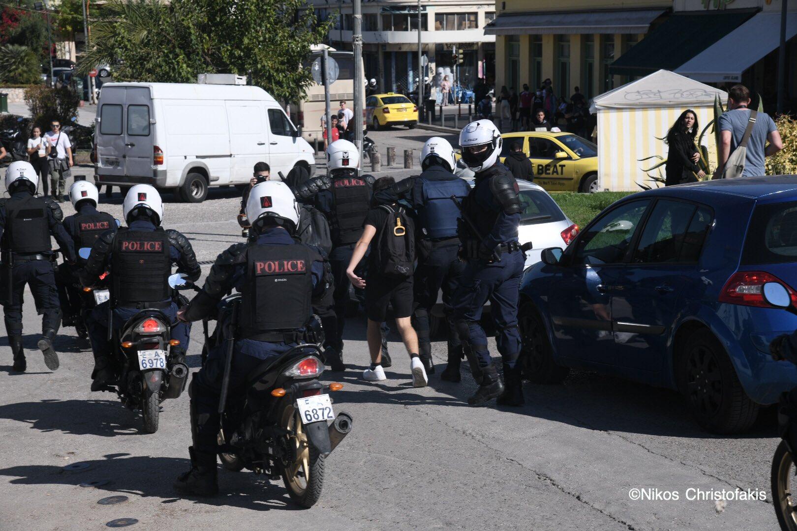 Αστυνομικοί τρομοκρατούν μαθητές στο πανεκπαιδευτικό συλλαλητήριο