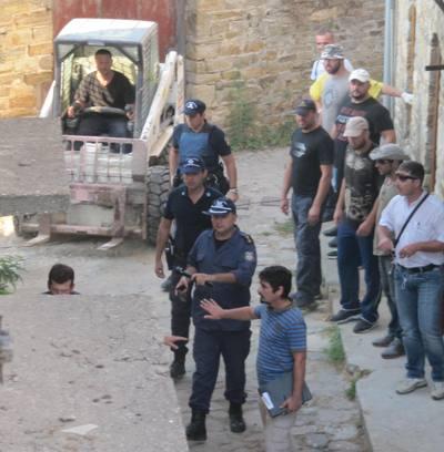 Επέμβαση της Αστυνομίας στην Μονή Εσφιγμένου (βίντεο)