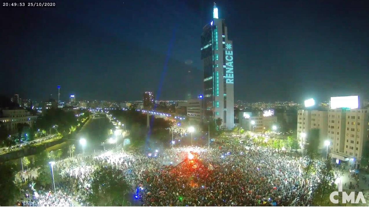 Χιλή: Mε σχεδόν 80% ο λαός πέταξε στα σκουπίδια το Σύνταγμα του Πινοσέτ