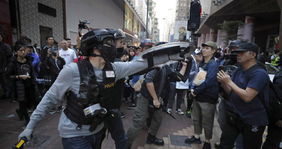 Διαδηλώσεις και δακρυγόνα ανήμερα των Χριστουγέννων στο Χονγκ Κονγκ