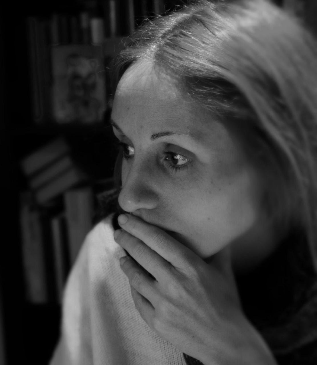 Η τέχνη μας θυμίζει πως δεν είμαστε μόνοι – Η Ίρις Σαμαρτζή μιλά στην Ιωάννα Γιαννακοπούλου