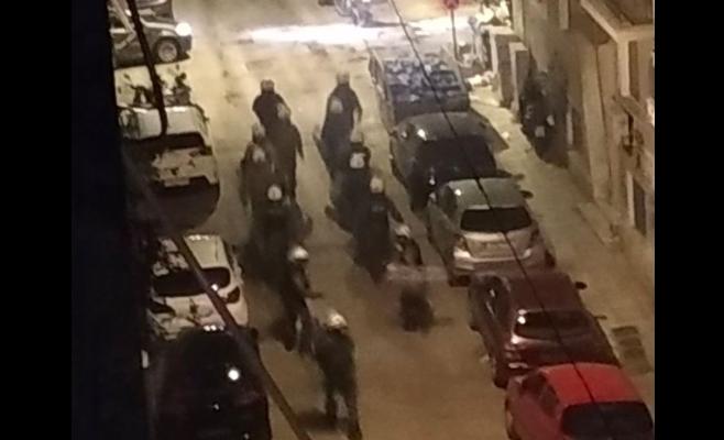 «Κατάσταση τρέλας» στην Κυψέλη με έφοδο ΜΑΤ και ΔΕΛΤΑ στην πλατεία