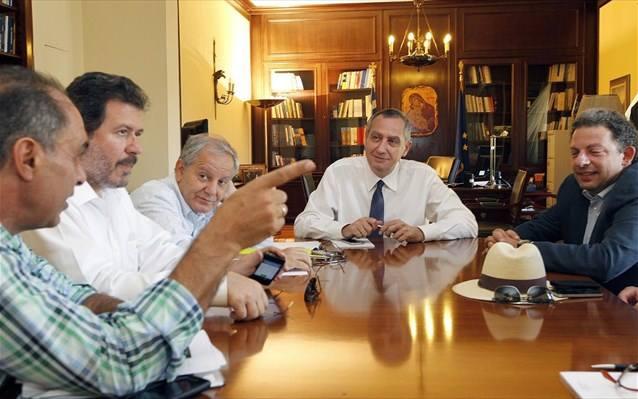 Χέρι-χέρι Δήμαρχοι και Μιχελάκης για την διάλυση της αυτοδιοίκησης