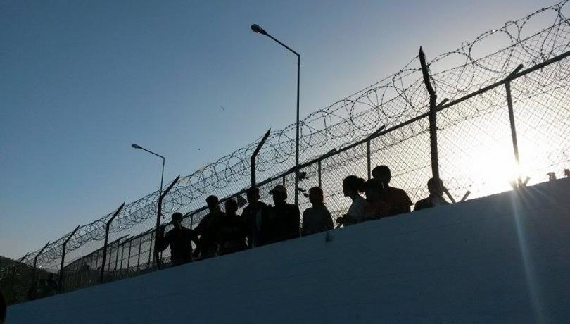 Πυρ ομαδόν στην κυβέρνηση για τα «κέντρα – φυλακές»