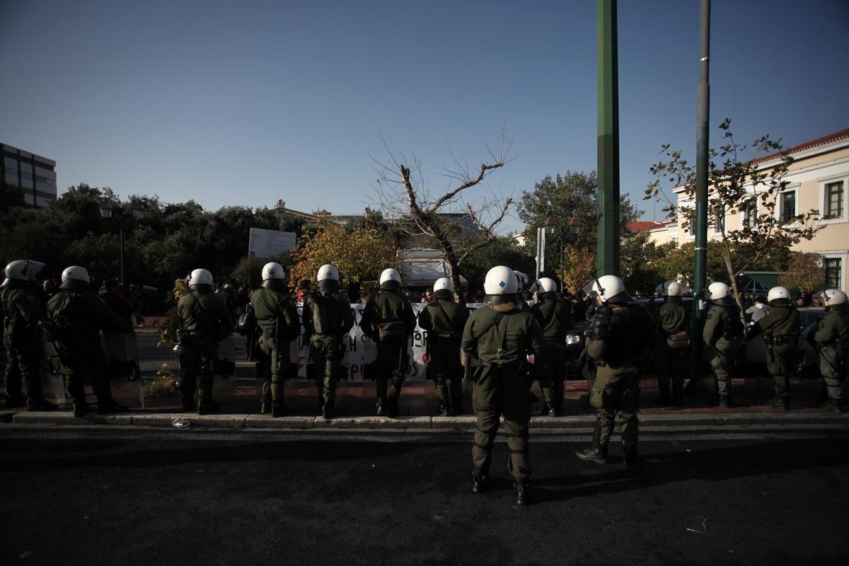 Αποκλεισμένη η Νομική με απόφαση Φορτσάκη- Επίθεση των ΜΑΤ στη συγκέντρωση των φοιτητών