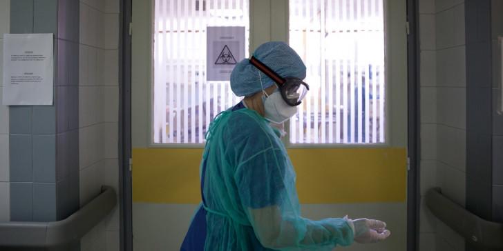 Εικόνες πολέμου στα νοσοκομεία την ώρα που οι κλινικάρχες θησαυρίζουν