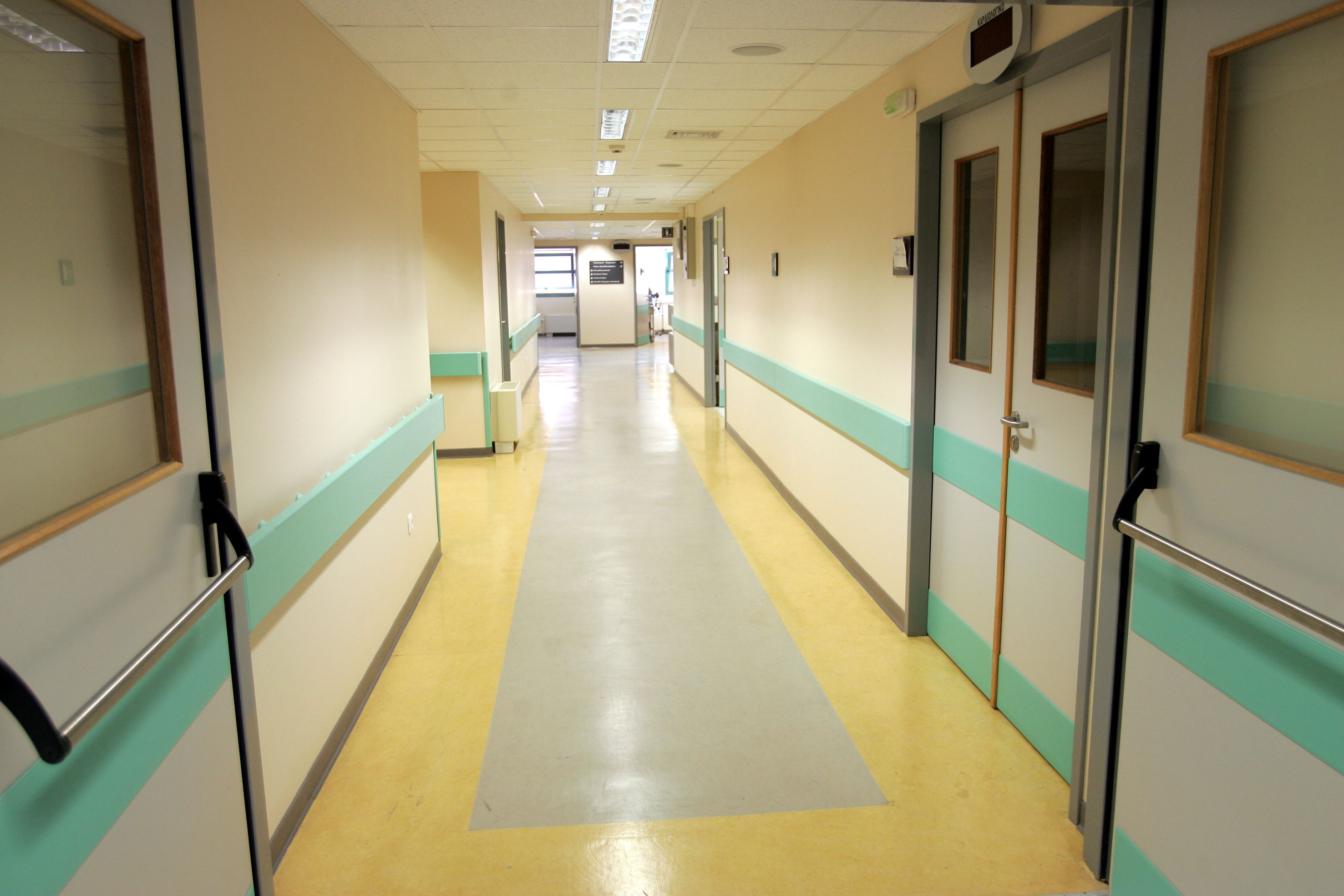 ΕΚΘ: Να διασφαλιστούν οι συνθήκες εργασίας και αμοιβής των εργαζομένων στις ιδιωτικές κλινικές που έχουν επιταχθεί