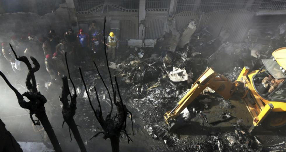 Εκατόμβη νεκρών από τη συντριβή Airbus στο Πακιστάν