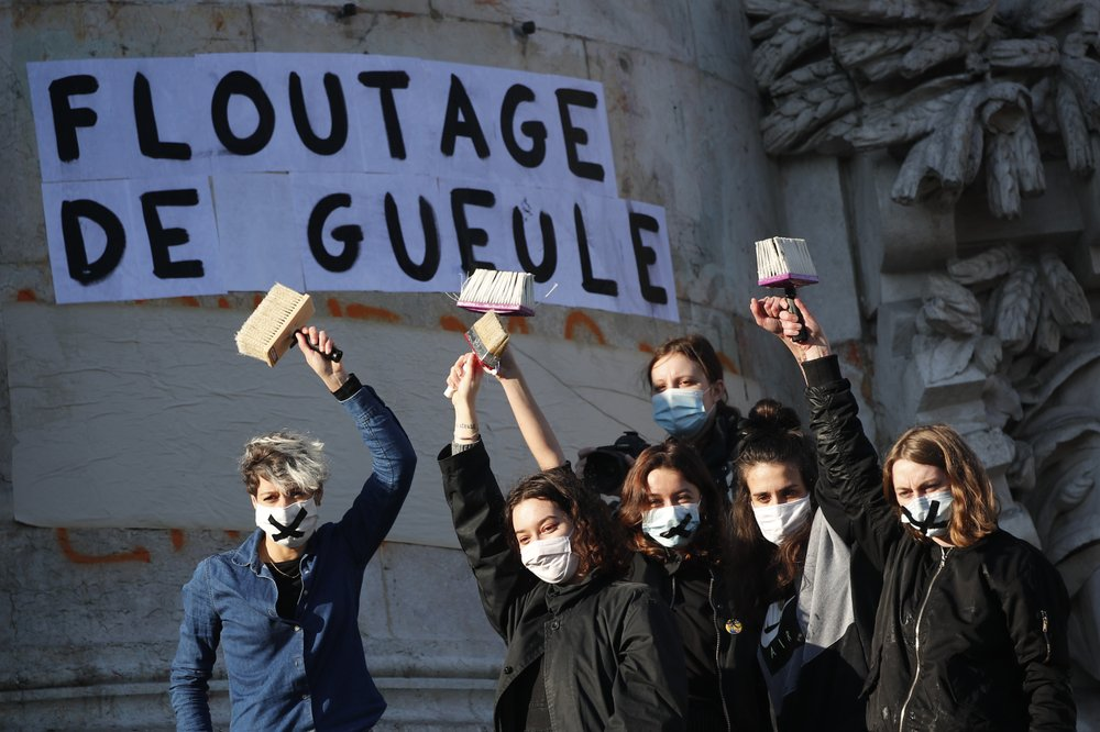Γαλλία: Στους δρόμους χιλιάδες διαδηλωτές ενάντια στο νόμο που περιορίζει την ελευθεροτυπία