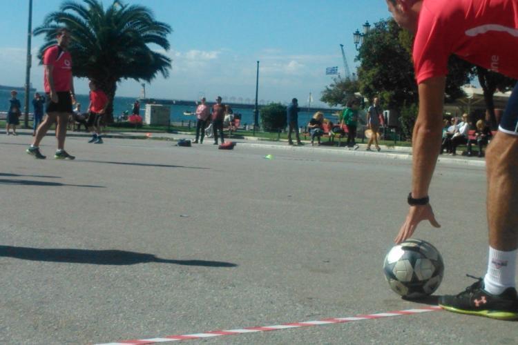 Με μια μπάλα στην πλατεία Αριστοτέλους ενάντια στον κοινωνικό αποκλεισμό