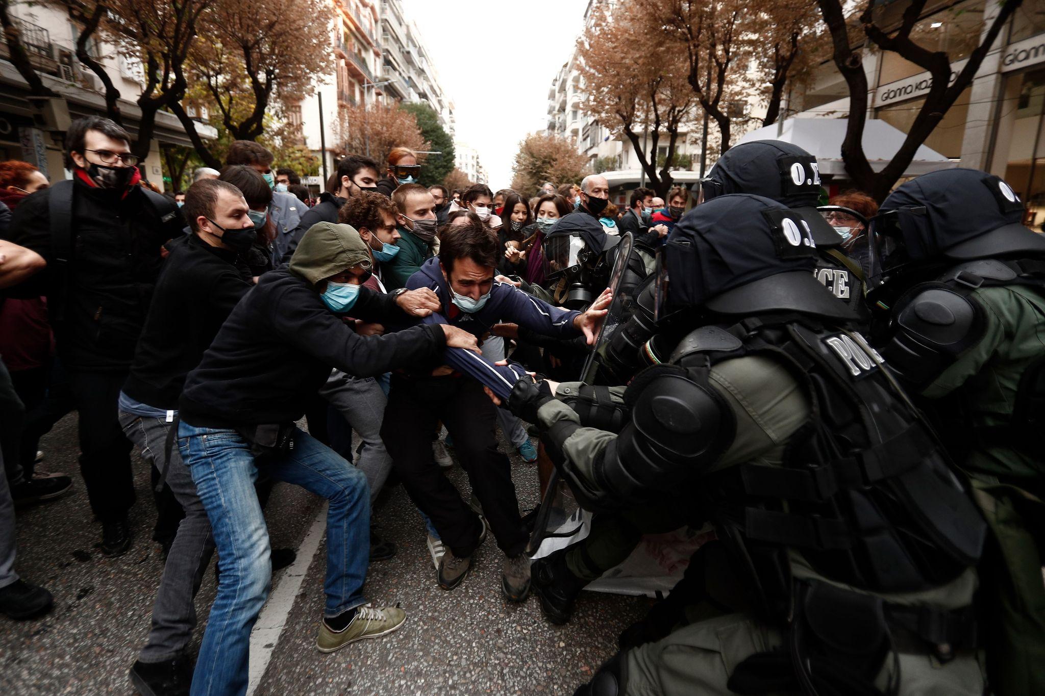 Δημοτικοί-περιφερειακοί σύμβουλοι της μαχόμενης Αριστεράς καταγγέλλουν την καταστολή εναντίον της πορείας για το Πολυτεχνείο
