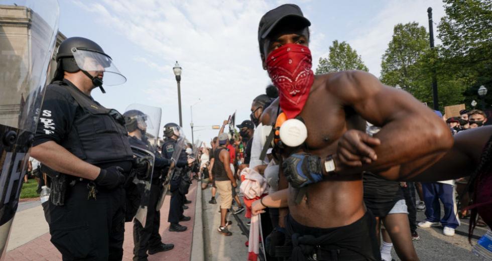 Νέος γύρος διαδηλώσεων και ταραχών στις Η.Π.Α. κατά της αστυνομικής βίας με αφορμή νέα δολοφονία Αφροαμερικανού