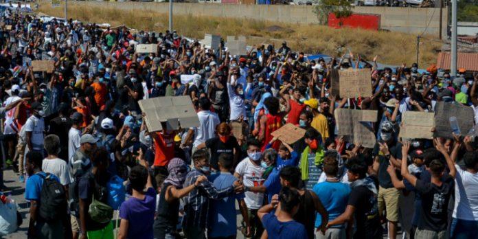 Λέσβος: Επιθέσεις φασιστών εναντίον προσφύγων με τη συνδρομή της αστυνομίας