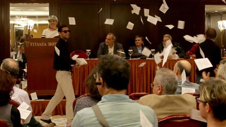 Παρέμβαση του Ρουβίκωνα σε εκδήλωση του ΣΥΡΙΖΑ με τους Τσακαλώτο – Σταθάκη