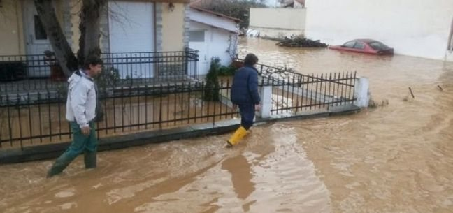 Πλημμυρισμένα σπίτια στο Ηράκλειο – Επιχειρήσεις διάσωσης στον Δήμο Χερσονήσου