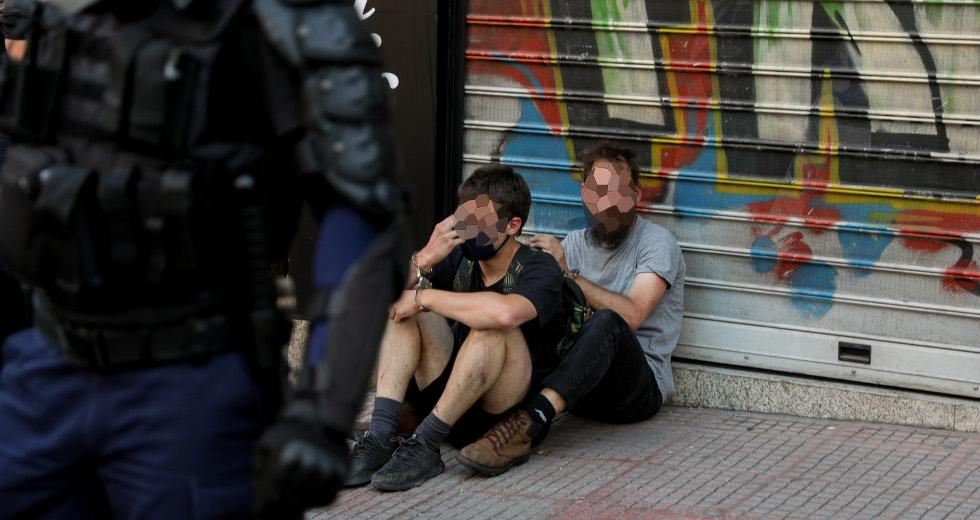 Πρωτοφανείς περιοριστικοί όροι για τους συλληφθέντες στην ΑΣΟΕΕ