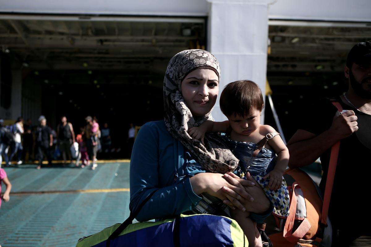 Στο λιμάνι του Πειραιά το «Ελ. Βενιζέλος» με 2.500 μετανάστες