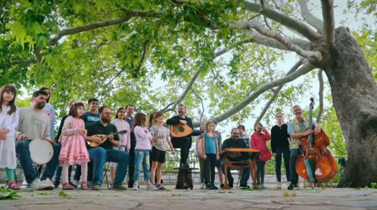 Αλκίνοος Ιωαννίδης και Εστουδιαντίνα τραγουδούν «Το νερό των Σταγιατών»