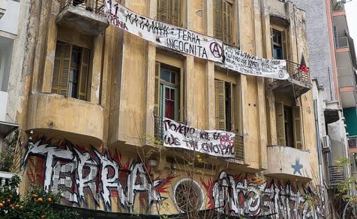 Η ΕΛΑΣ εκκενώνει την κατάληψη Terra Incognita στη Θεσσαλονίκη