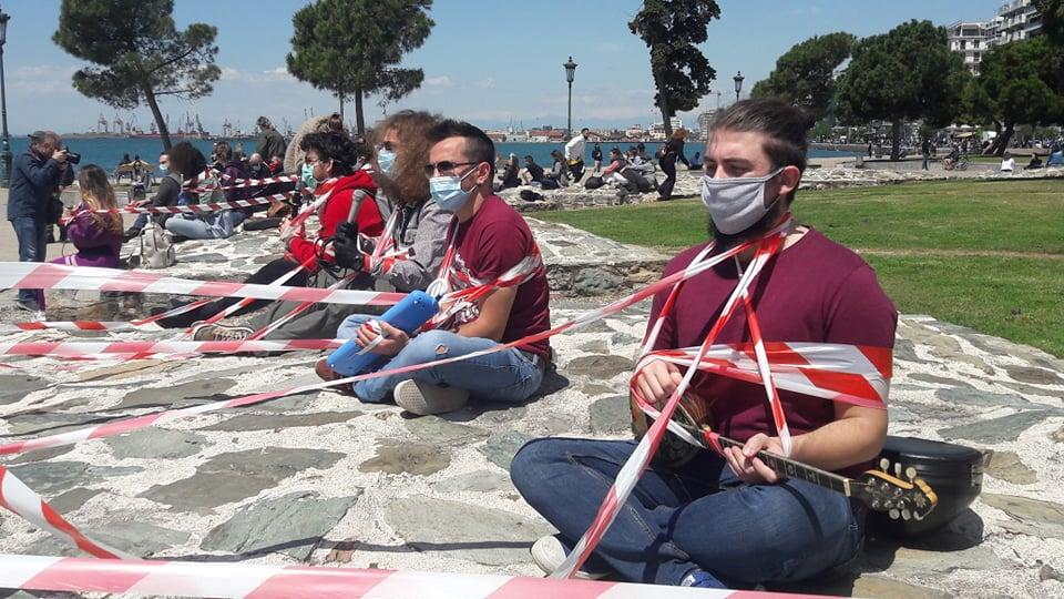 «Οι εργαζόμενοι στο Θέαμα – Ακρόαμα έχουμε δικαιώματα» -Σιωπηλή διαμαρτυρία στον Λευκό Πύργο