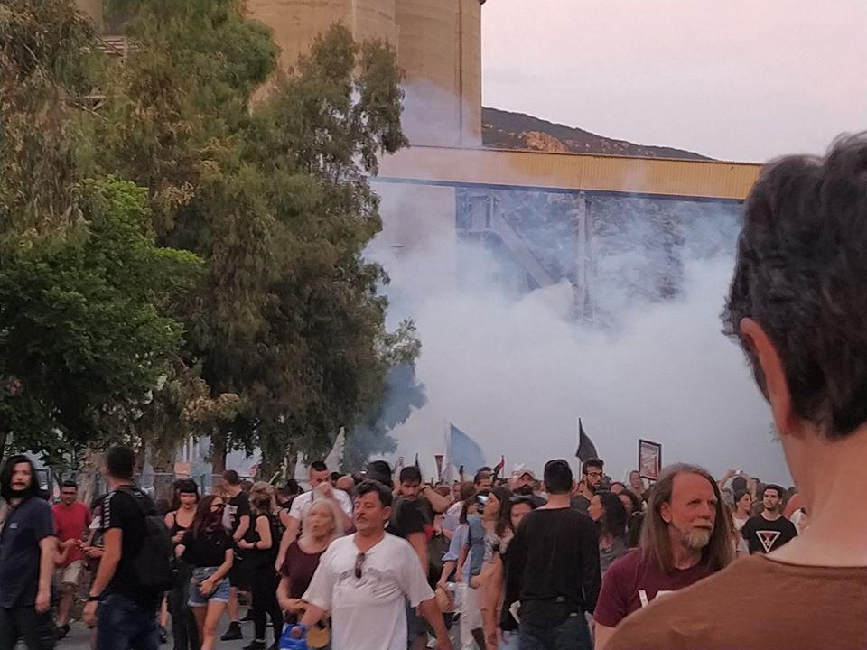 Βία, δακρυγόνα και συλλήψεις στο συλλαλητήριο ενάντια στην καύση σκουπιδιών στο Βόλο